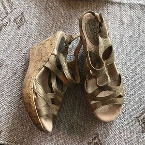 BOC Gold/ cork sling back wedge size 7